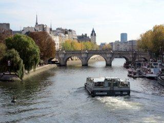 rondvaartboot op de Seine