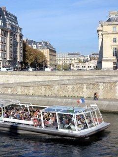 rondvaartboten in de Seine