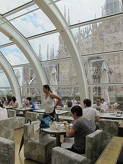 dineren naast de Piazza del Duomo