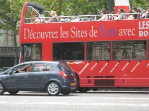 Cars rouges in Paris